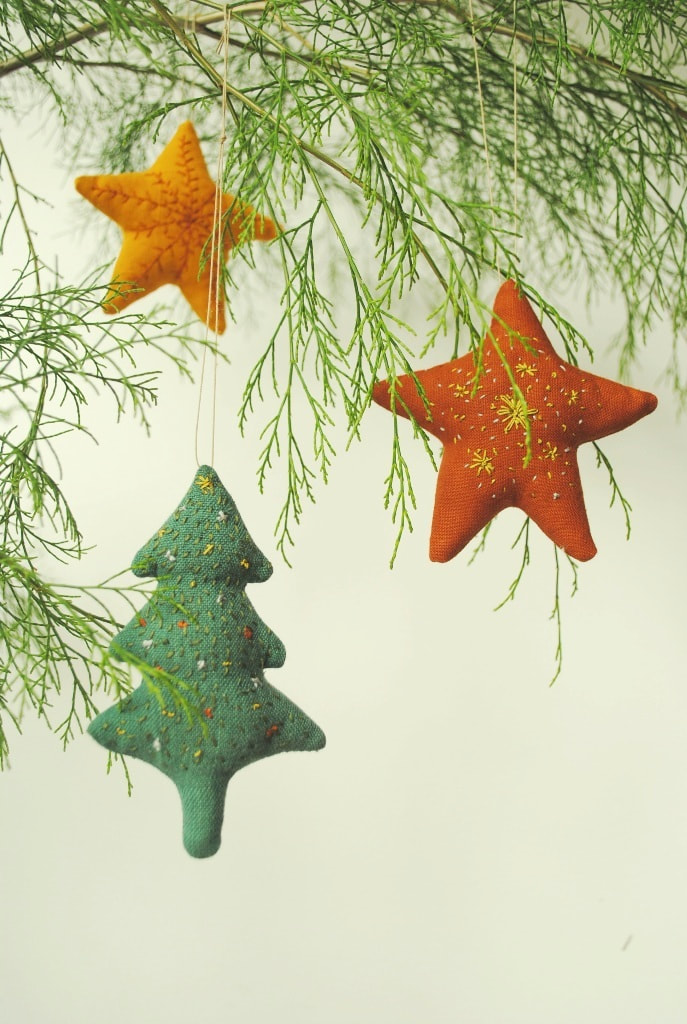 Free sewing pattern. Embroidered fabric Christmas ornaments - Willowynn